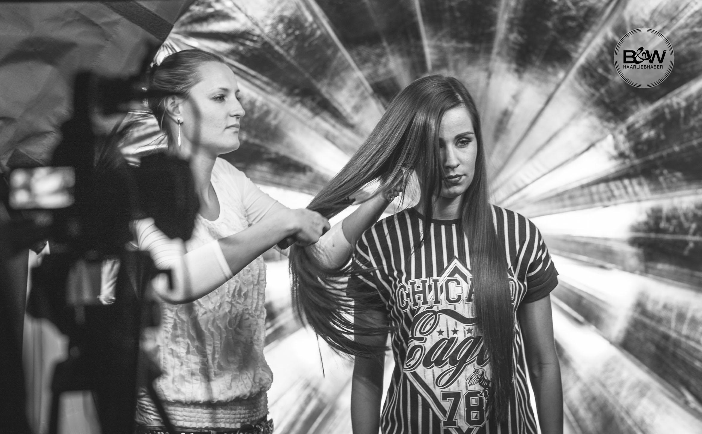 45_B&W-Friseure_Haarliebhaber_Friseur-Dortmund_Kosmetikprodukt_beste-Haarpflege_bester-Friseur_Malvins_at-malvins_Haar_styling_Deutschland_haarliebhaber